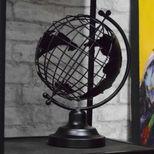 Mappe monde décorative en métal noir