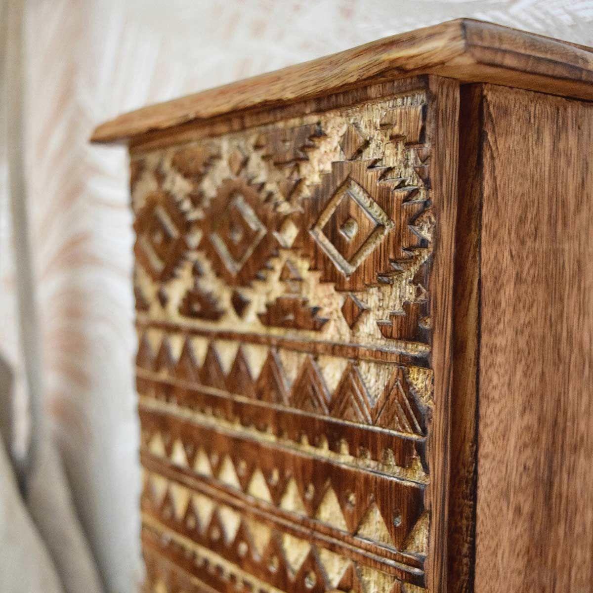 Boite à clés en bois sculpté